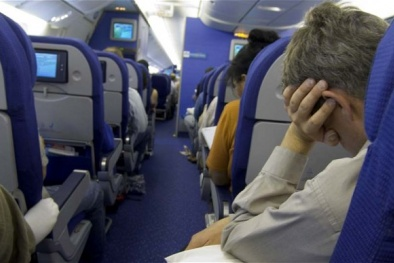 đau mỏi vai gáy khi không sử dụng gối chữ u kê cổ đi máy bay