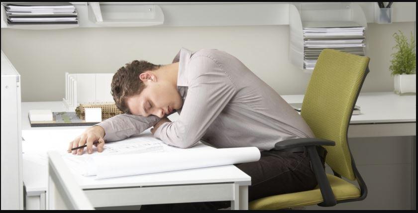 tư thế ngủ trưa tại văn phòng