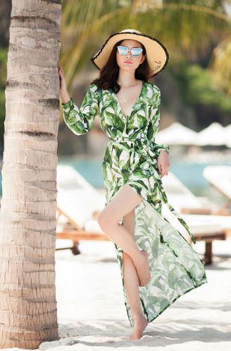 cách mix đồ nữ đi biển với đầm dài kính mắt và nón cói