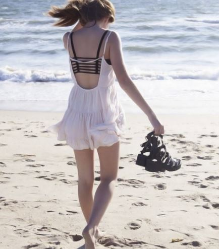 phối đồ đi biển cho nữ