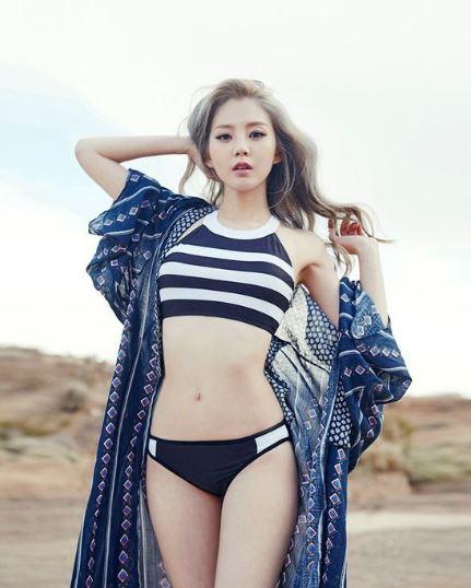 cách mix đồ đi biển cho nữ bikini
