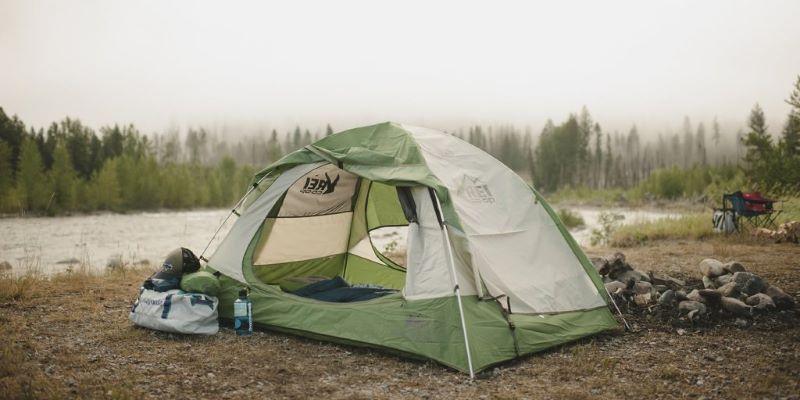 Lều cắm trại du lịch màu xanh