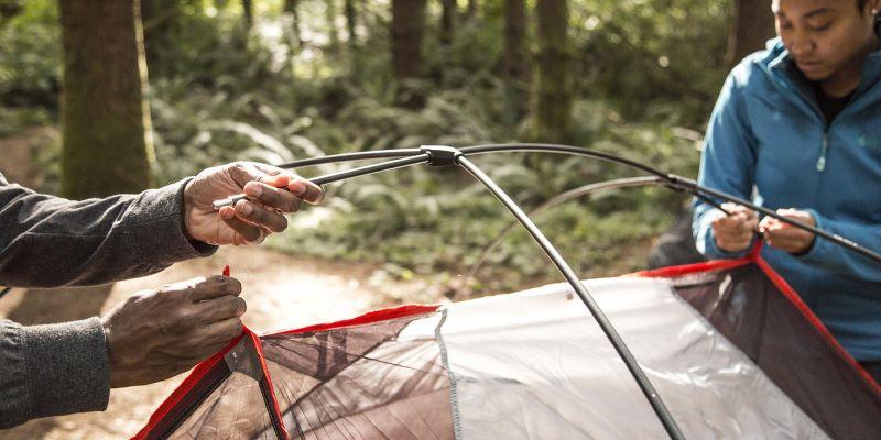 Nối các khung lều lại với nhau và nối với tấm bạt lều