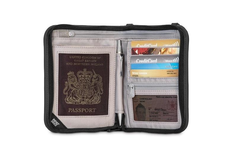 Ví đựng passport chống trộm Pacsafe Rfidsafe V150 màu đen